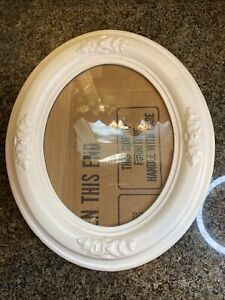 Antique Oval picture frame Cream Colored Vintage Holds 9.5 X 7.5 Inch