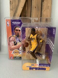 McFARLANE NBA SERIES 3 CHASE KOBE BRYANT LOS ANGELES LAKERS GOLD JERSEY FIGURE.