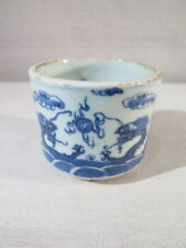 ANCIEN PETIT CACHE POT EN PORCELAINE DE CHINE DECOR DRAGON BLAN BLEU