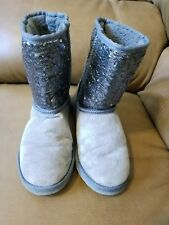 Lamo Women Winter Silver Shinny Sttuts Gray Boots Size 7-8