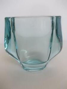 M434 / BEAUTIFUL VINTAGE PALE BLUE GLASS VASE