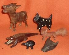 Esel Katze Krokodil Fuchs Schildkröte Kopf eines Wasserbüffels Vitrinen Objekte