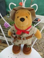 peluche Winnie l'Ourson explorateur, Disneyland - Cavahel Vintage