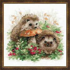 Counted Cross Stitch Kit RIOLIS - HEDGEHOGS IN CRANBERRIES