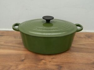 le creuset  cast iron  casserole dish and lid in green   size 27