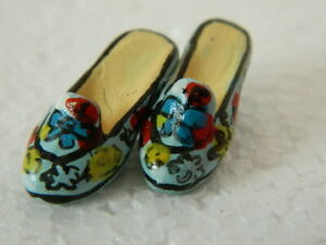 (A4.10) 1/12th scale DOLLS HOUSE PAIR RESIN LIGHT BLUE/BLACK SHOES (CHECK SIZE)