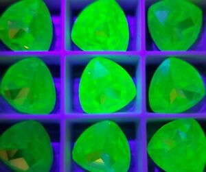 One Vintage Swarovski Crystal Uranium Green UV Reactive 12mm Trillion