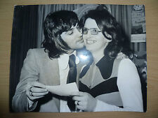 Original Press Photo 1972 GEORGE BEST Manchester Utd Player - Her Prize & a Kiss