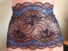 Französische elastische Spitze aus Calais in schwarz mit royal blau 17cm breit