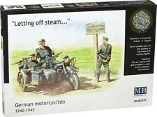 """MASTER BOX MB3539 German Motorcyclists 1940-43 """"Letting off steam"""" 1/35"""