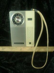 VINTAGE PANASONIC AM-FM PORTABLE RADIO MODEL RF-511 9 VOLT BATTERY