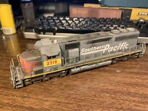 HO Scale Athearn Ex Southern Pacific SP UP Patch 2719 SD40 Diesel Locomotive