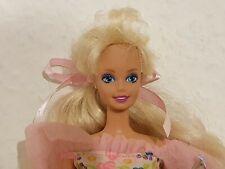 Barbie im Butterflykleid