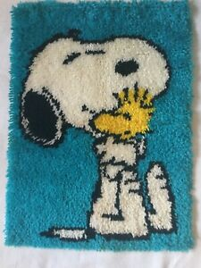 VTG PEANUTS SNOOPY/WOODSTOCK  WALL HANGING FINISHED 80'S LATCH HOOK RUG 20X27