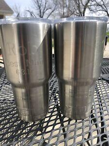 2 Yeti 32 Oz Cups, Tumblers