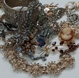 💕LRG VINTAGE ~RHINESTONES~SPARKLING JEWLERY LOT~RINGS~NECKLACES~CAMEO~SIGNED!💕