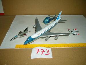 Konvolut, Sammlung Nr. 773 Modellflugzeuge, Hubschrauber u.a. Corgi, 04-20