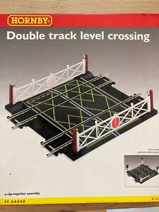Hornby OO double track level crossing R636