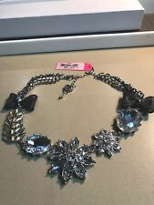BETSEY JOHNSON ICONIC FLOWER AND CRYSTAL BLING WITH BOW STATEMENT NECKLACE NWT