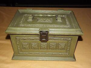 VINTAGE MAX KLEIN GREEN ORNATE PLASTIC SEWING KEEPSAKE BOX