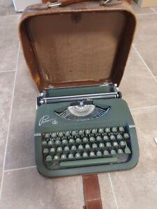 Vintage Dark Green Princess Typewriter/Green Key Keller&Knappich GMBH Ausburg