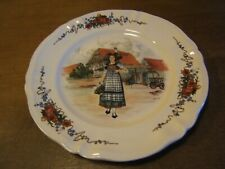 plat en faïences Sarreguemines obernai 32 cm signé H Loux décor Alsace