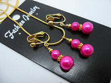 A  BRIGHT PINK & GOLD TONE GLASS PEARL  NECKLACE AND CLIP ON  EARRING SET. NEW.
