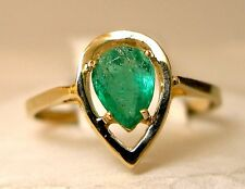 Ladies 14k yellow gold pear-shape emerald ring