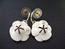 Auth Chanel Vintage Gold & White Camellia Dangling Pierce Earring(02P)