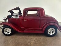 1932 FORD COUPE. Metallic Burgundy. DIE CAST. SCALE 1:24. No Box.