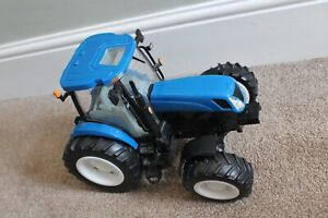 """Britains 17"""" NEW HOLLAND T7050 Blue Tractor FARM Toy ERTL Sound Lights USED 1:16"""