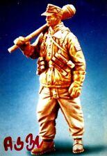 "4""German Soldier with Bomb Vinyl Model Kit 1/16"