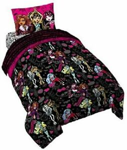 Mattel Monster High All Ghouls Allowed Comforter, Twin size