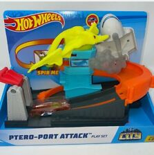 Hot Wheels Ptero Port Attack Playset, Multicolor GBF94