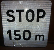 Ancien panneau de signalisation aluminium réfléchissant STOP 150 m réformé 51x51