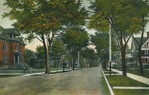 FOND DU LAC WI - Division Street looking East