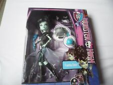 MONSTER HIGH FRANKIE STEIN - THE BOX IS IN POOR CONDITION