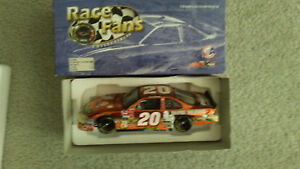 Tony Stewart #20 Home Depot/Great Pumpkin '02 Grand Prix NASCAR 1:24, COLLECTIBL