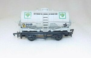 Mainline BP Tank Wagon 5049 OO gauge.