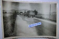 Foto GRIECHENLAND mit WH - Fahrzeuge auf der Landstraße. (I)