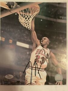 Michael Jordan Autographed Photo (Jordan Dunking)