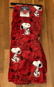 "Peanuts SNOOPY All Over Red 50"" x 70"" Berkshire Fleece Throw Blanket *** NEW ***"
