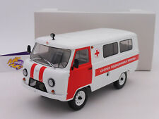"Start Scale Models 83SSM2004 # UAZ 3962 Bj. 1965 "" Ambulance Russia "" 1:18 NEU"