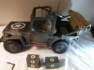 2000 21st Century Toys WWII 1/6 Scale General Patton's Jeep w/Driver & 4 Extras