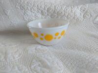 """Vintage Hazel Atlas Milk Glass White Yellow polka Dot Bowl 6"""""""