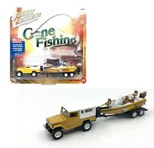 Johnny Lightning Toyota Land Cruiser 1980 w/ Boat Yellow JLCP7033 1/64
