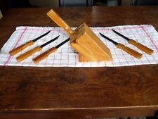 Set de 6 couteaux à steak , lame acier et manche en bois verni,  avec socle.
