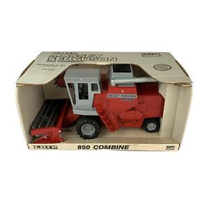 ERTL Massey-Ferguson 850 Combine Jouet Tracteur 1/16 Echelle Die Cast Nib