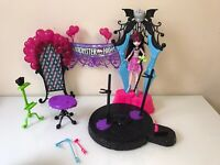 """Monster High Dance the Fright Away Playset with 10"""" Draculaura Doll"""