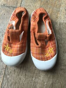 Girls Fabric Shoes Size 6